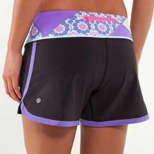 LULULEMON Groovy Run Short Black Purple Quilt 10